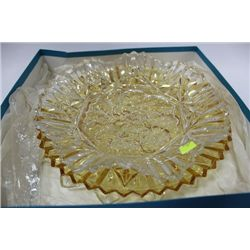 BOX W 3 GLASS SERVING PLATES
