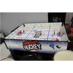 HOCKEY TABLE GAME-BROKEN PLAYERS