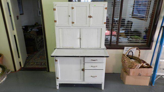 317 Primitive White Painted Kitchen Queen Cabinet Ssr