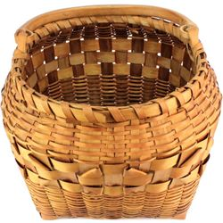 Fine Winnebago or Ho-Chunk carrying basket