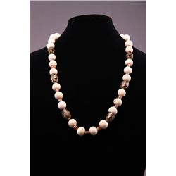 White coral beaded necklace. (Size: See last photo for