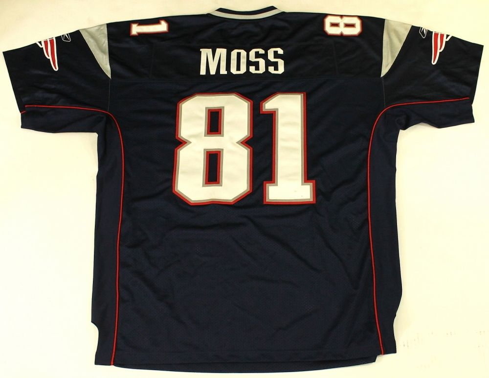 timeless design 5f4e4 35f04 Randy Moss Unsigned Patriots Jersey (Size 54)