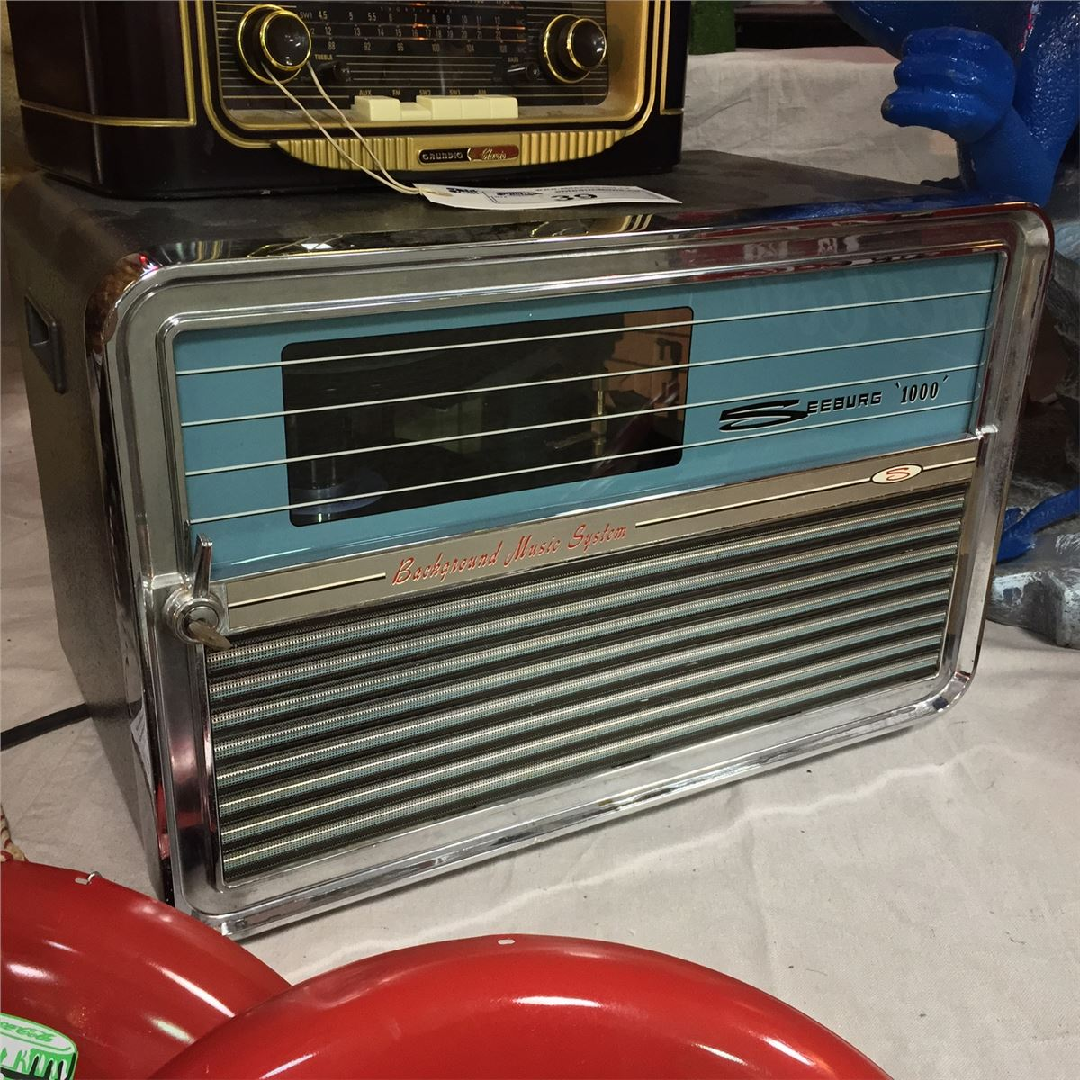 VINTAGE SEEBURG 1000 TABLE TOP JUKEBOX