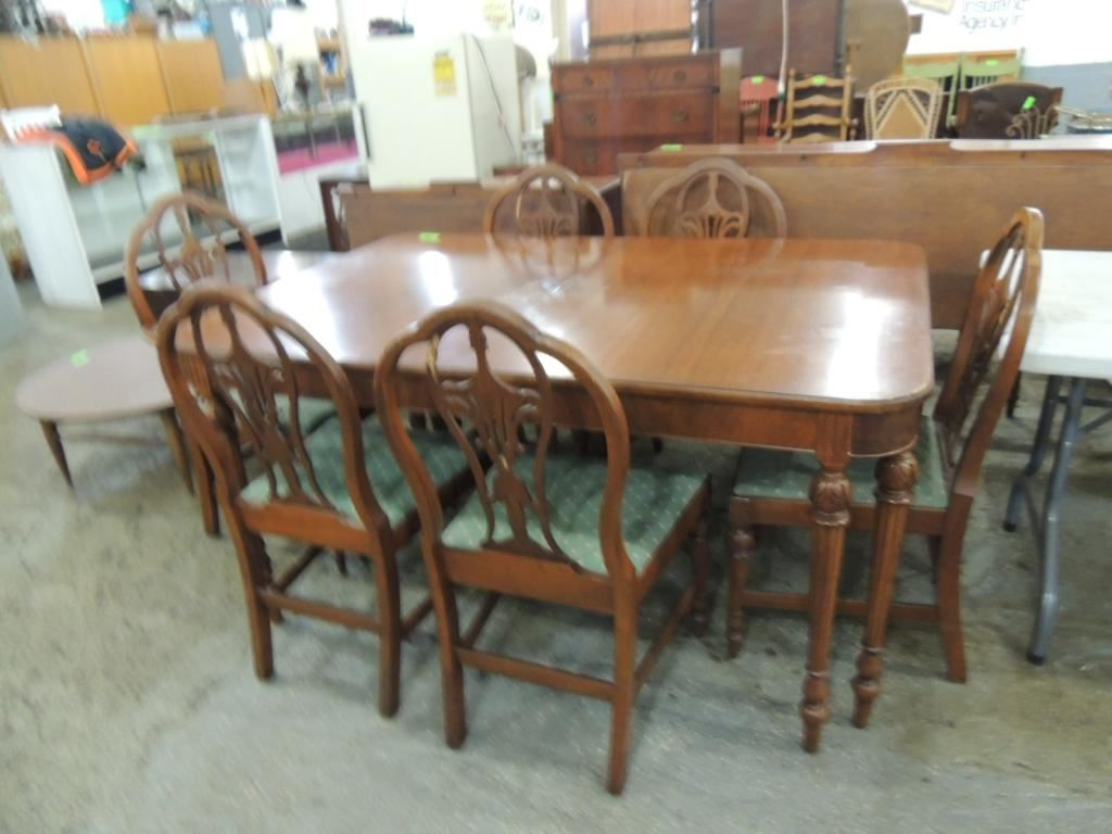 Image 1 ROCKFORD CABINET WORKS DINING TABLE CHAIRS