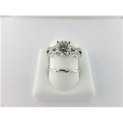 135-13898:18K white gold diamond engagement ring