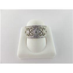 160-21062:14K white gold diamond ring