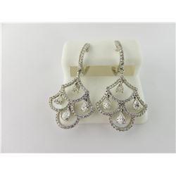 176-16794:18K white gold diamond earrings
