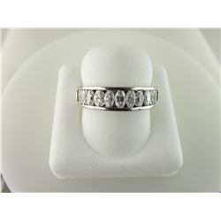 162-10052:18K white gold diamond band
