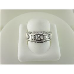 162-10060:18K white gold diamond band