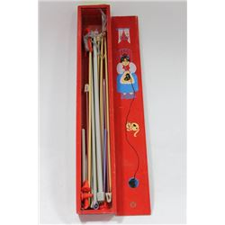 VINTAGE KNITTING NEEDLE BOX WITH KNITTING NEEDLES
