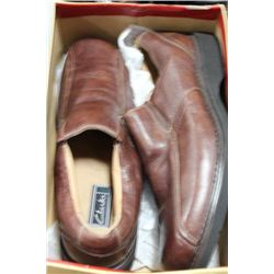 PAIR OF MEN'S BROWN LEATHER LOAFERS SIZE 13