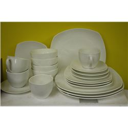 NEW 20 PICE BONE CHINA DINNERWARE SET X 5
