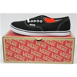 PAIR OF NEW VANS SHOES MENS SIZE 5