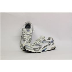 NEW BALANCE WOMENS SIZE 7 RUNNING SHOES