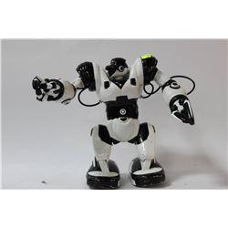 ROBOSAPIEN HUMANOID ROBOT TOY-  NEEDS REMOTE