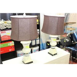 SHOWHOME PAIR OF LAMPS ON CHOICE: SQUARE BASE