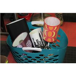 PLASTIC BASKET W/ 4 LAMPS AND METAL WALL DECOR