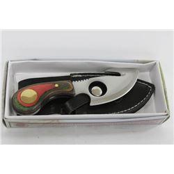 NEW SKINNING KNIFE IN LEATHER SHEATH