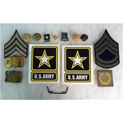 WWII US ARMY LOT OF 15 ITEMS- INSIGNIA, BUCKLES, DI ETC