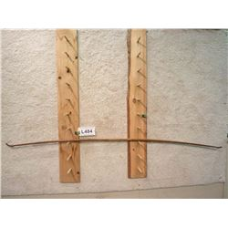 ANTIQUE ENGLISH LONG BOW WITH BONE STRING HOLDER