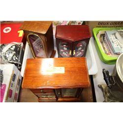 2 JEWELLERY BOXES, 1 MUSICAL JEWELLERY BOX