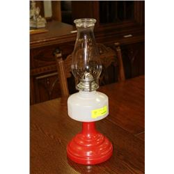 VINTAGE OIL LAMP ON CHOICE: WHITE AND RED