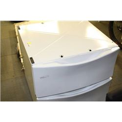 PAIR OF WHITE WASHER AND DRYER PEDASTOOLS