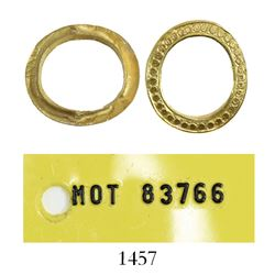 Small, oval, ornate, gold jewelry retaining ring. Santa Margarita, sunk in 1622