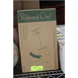NEW PAMPERED CHEF COOKIE PRESS