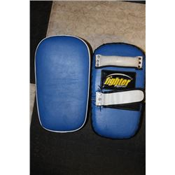 "PAIR OF 13"" BLUE KICKBOXING KICKING/PUCHING PADS"