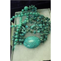 403 CTW TURQUOISE AND SILVER NECKLACE