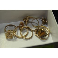 BOX OF 7 GOLD & GOLD PLATE  RINGS