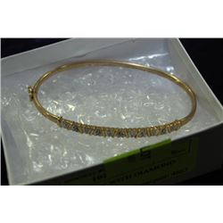 GOLD BRACELET WITH DIAMOND ACCENTS
