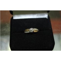 GOLD RING WITH FLOWER AND DIAMOND ACCENTS