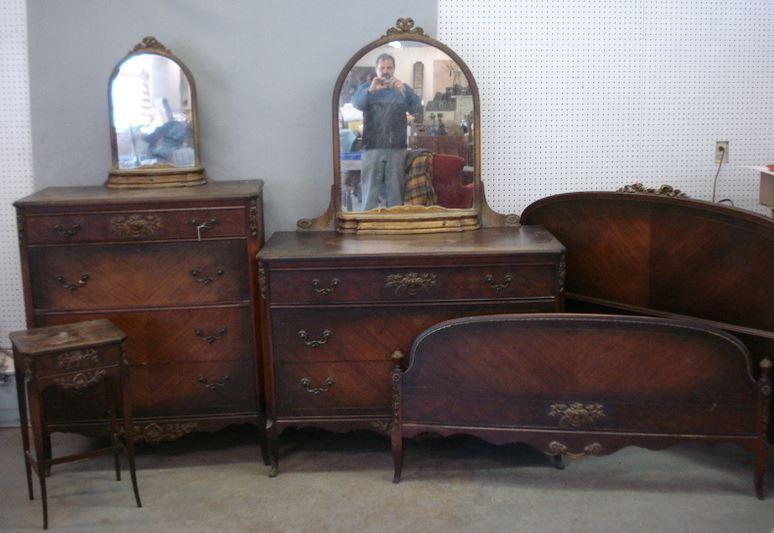 Image 1 : Five Piece Walnut Bedroom Set Signed Johnson Furniture Grand  Rapids, ...