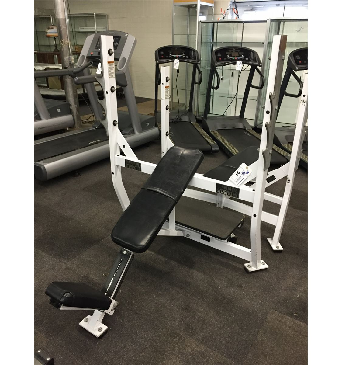 hammer strength olympic incline bench press station