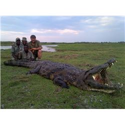 7-Day Crocodile Hunt/2-Day Sightseeing for One Hunter and One Non-Hunter in South Africa - Includes