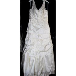 VENUS VW 8615 WEDDING DRESS SIZE:20