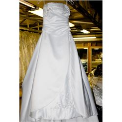 WHITE WEDDING DRESS SIZE: 10