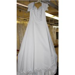IVORY  WEDDING DRESS SIZE: 14