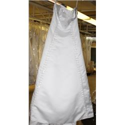 WHITE & SILVER WEDDING DRESS SIZE: 16