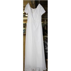 IVORY WEDDING DRESS SIZE: 18
