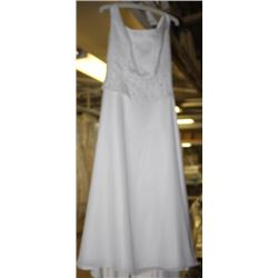 IVORY FLORAL DESIGN WEDDING DRESS SIZE: 8