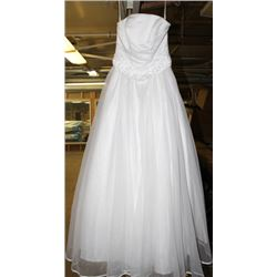 WHITE WEDDING DRESS SIZE: 7-8