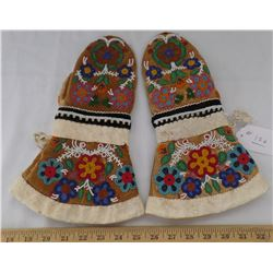 Cree Beaded Gloves from 1890