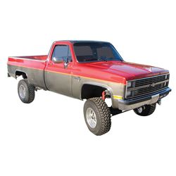 Pick-Up, 1984 Chevrolet Silverado 4x4 « Ton. Fresh appearing truck with new paint, 16 inch alloy whe