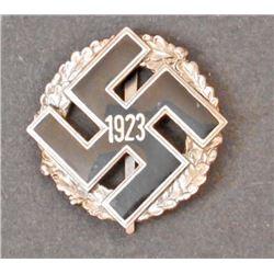 GERMAN NAZI NSDAP SWASTIKA BADGE