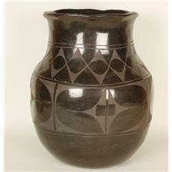 Large Mexican Blackware Pot