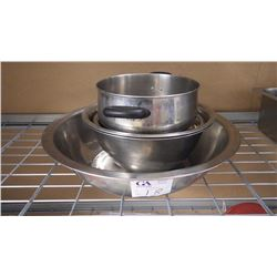 ASSORTED SIZED STAINLESS STEEL BOWLS AND ONE STAINLESS STEEL POT