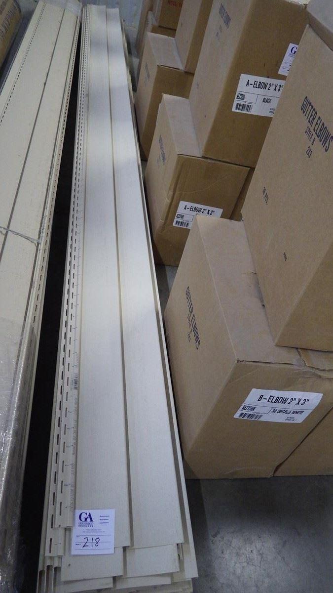 D4 Monogram vinyl siding, Light Maple- 24 pieces, approx  200 sq ft retail  value of 334 00